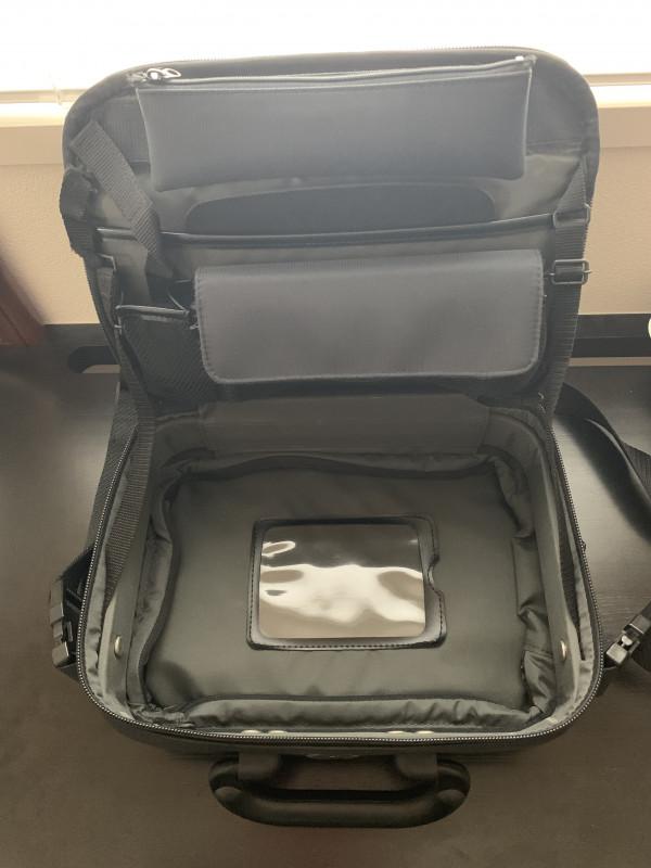 322b9929aa66 私が今でも使っているバッグは、「kaZma情報カバン」です。携帯電話が入るポケットがフィーチャーフォン時代の旧式バッグ ですが、今でも充分活躍してくれます。